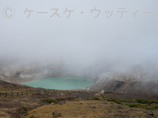 縮小 2016年10月26日 蔵王のお釜 (5) 強風とガス.jpg